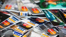 Cartões de Crédito - Vantagens e Desvantagens